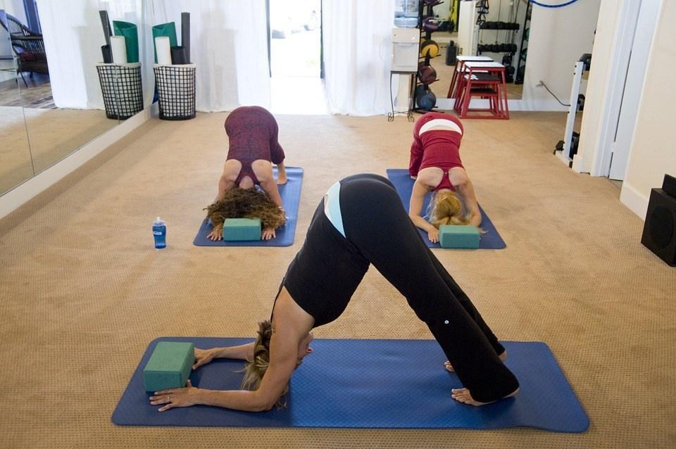 yoga-263673_960_720 (1)